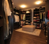 OWNER'S WALK-IN CLOSET